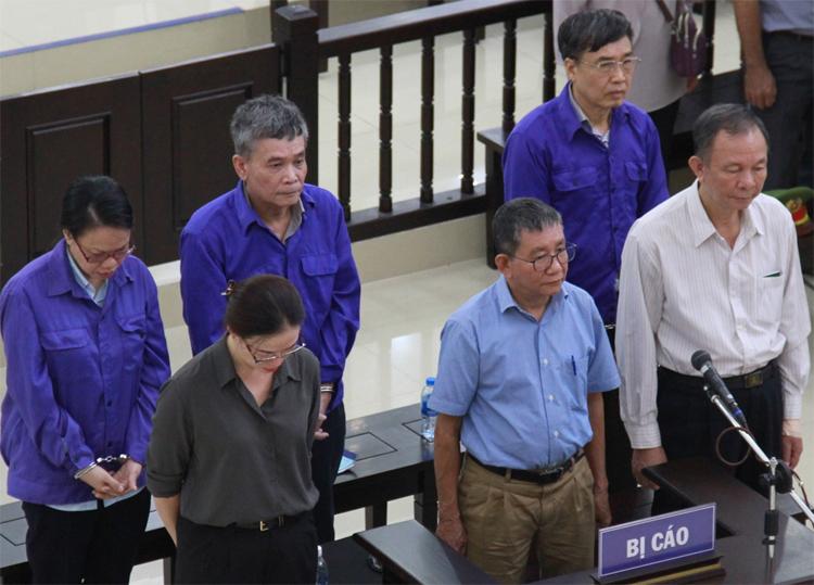 6 bị cáo nghe VKS đọc bản luận tội. Ảnh: Hoàng Việt