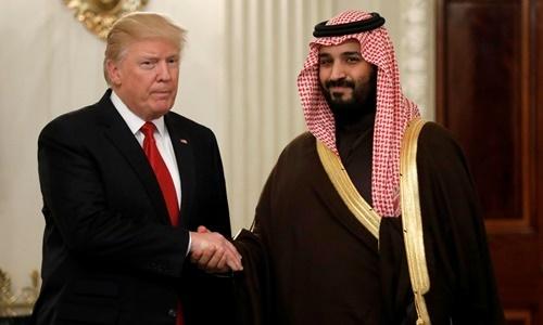 Tổng thống Mỹ Donald Trump (trái) gặp Thái tử Arab Saudi Mohammed bin Salman tại Nhà Trắng hồi năm 2017. Ảnh: Reuters.