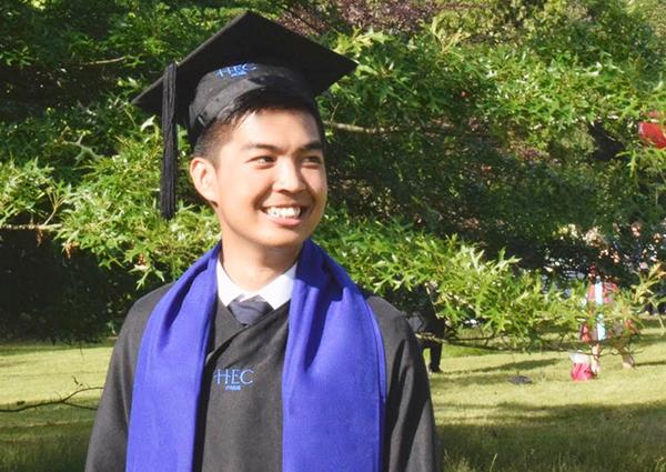 Trần Đình Đức trong ngày tốt nghiệp bậc thạc sĩ trường HEC Paris, Pháp. Ảnh: Nhân vật cung cấp.