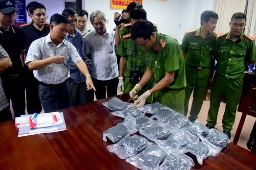 Hơn 30.000 viên ma túy tổng hợp vận chuyển trên tàu hỏa. Ảnh: Trần Hồng
