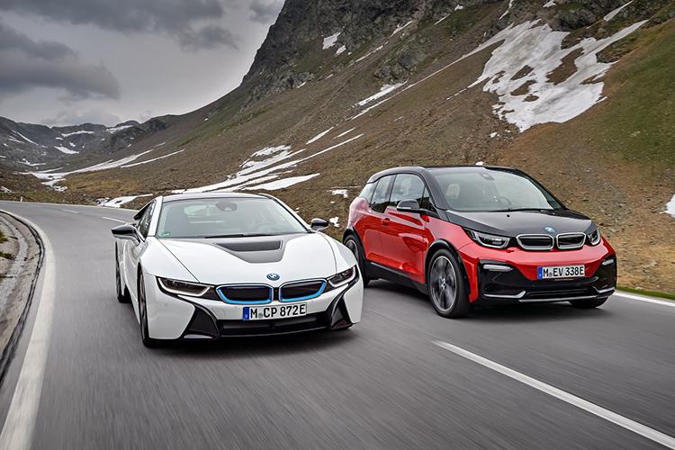 i8 (trắng) và i3. Ảnh: BMW