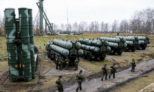 Xe phóng đạn của tổ hợp S-400 Nga triển khai tại Kaliningrad đầu năm nay. Ảnh: TASS.
