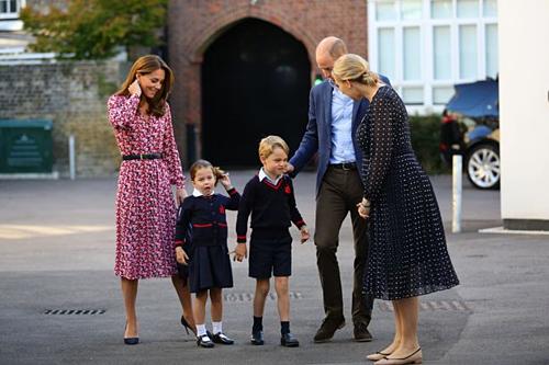 Hoàng tử George (6 tuổi) và công chúa Charlotte(4 tuổi). Ảnh: PA