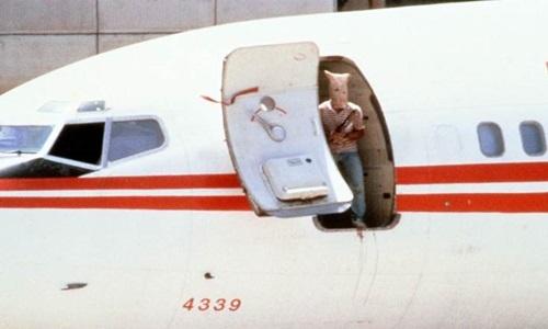 Một trong những tay súng tấn công chuyến bay TWA 847 năm 1985. Ảnh: AFP.