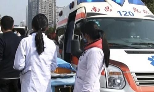 Xe cứu thương có mặt tại hiện trường vụ tai nạn. Ảnh: Khaleej Times.