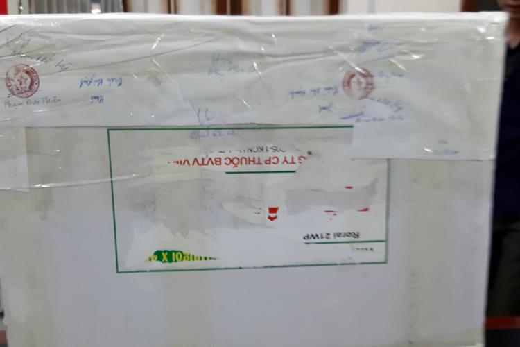 Thùng xốp chứa 80 bánh heroin vận chuyển trên xe khách về Nam Định. Ảnh: Phương Ngọc