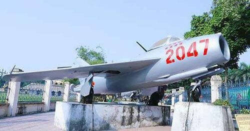 Tiêm kích MiG-17 số hiệu 2047 từng được phi công Nguyễn Văn Bảy điều khiển. Ảnh: BaotangCAND.