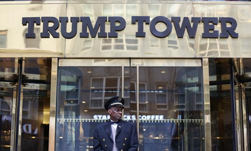 Mặt tiền Tháp Trump trên đại lộ số 5 ở Manhattan, New York Mỹ hồi tháng 4. Ảnh: Reuters.