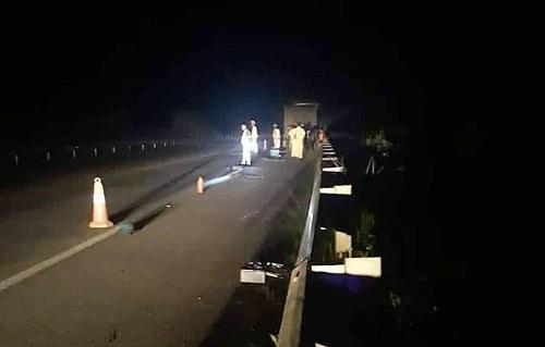 Cảnh sát phân luồng sau khi xảy ra vụ tai nạn. Ảnh: G.T