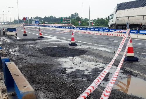 Đoạn cao tốc xuất hiện ổ gà nằm ở đầu tuyến ở địa phận Đà Nẵng. Ảnh: Ngọc Trường.