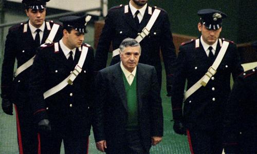 Salvatore Toto Riina xuất hiện trước tòa án thành phố Palermo, Italy hồi tháng 12/1993. Ảnh: Reuters.