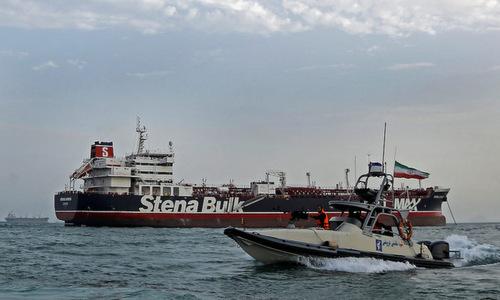 Xuồng vũ trang Iran tuần tra quanh tàu dầu Stena Impero hôm 21/7. Ảnh: IRNA.