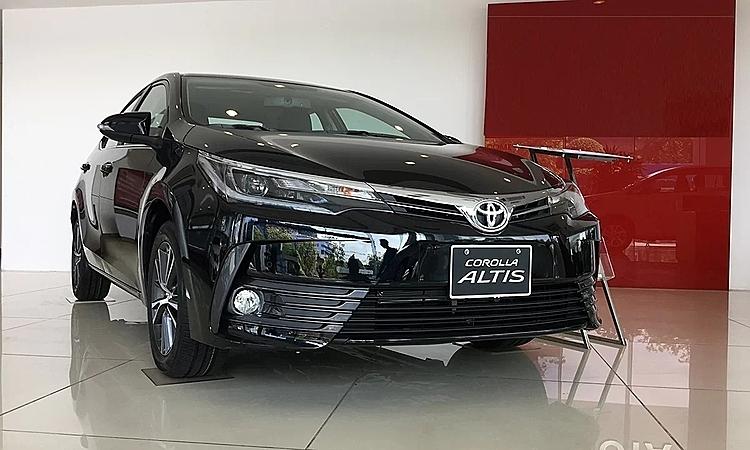 Toyota Altis tại một đại lý ở Hà Nội.