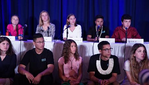 Thunberg (áo hồng, hàng sau) và nhóm trẻ em tham dự Hội nghị Thượng đỉnh Hành động Khí hậu tại trụ sở Liên Hợp Quốc ở New York hôm 23/9. Ảnh: AFP
