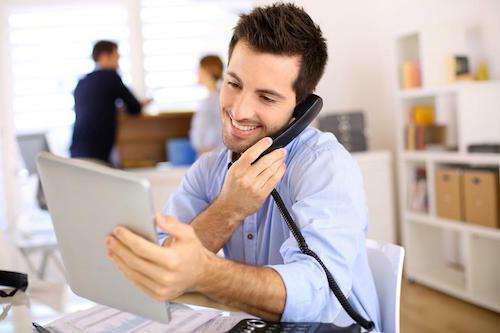Phụ huynh nên liên lạc với văn phòng hỗ trợ tài chính trước khi thực hiện thủ tục.