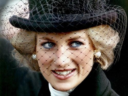 Công nương Diana tại Paris năm 1988. Ảnh: Reuters.