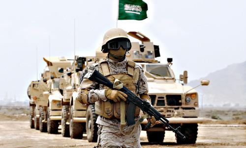 Lính Arab Saudi bên ngoài một căn cứ quân sự ở Yemen. Ảnh: AFP.