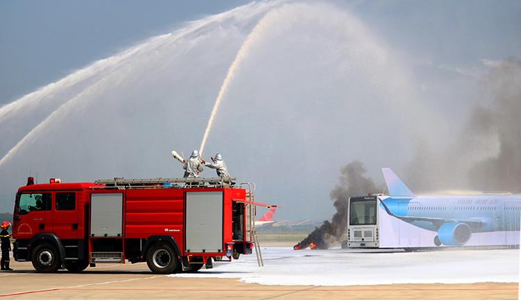 300 người diễn tập xử lý sự cố cháy máy bay ở Nội Bài - VnExpress
