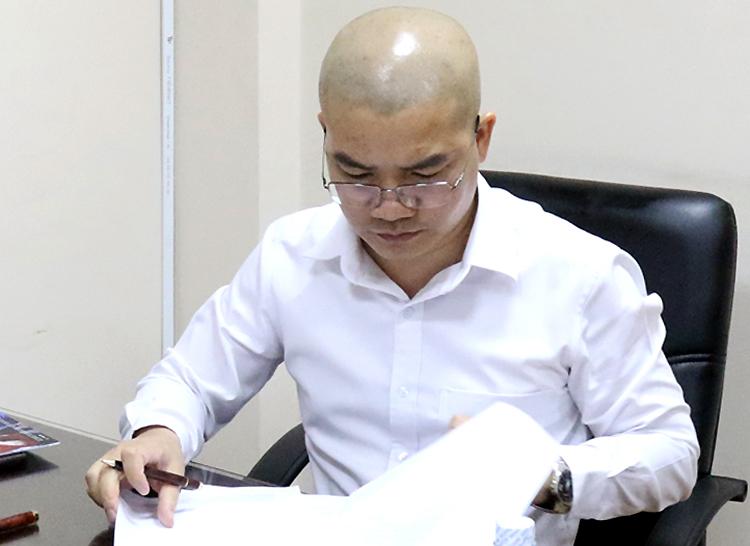 Nguyễn Thái Luyện làm việc với cảnh sát. Ảnh: Công an cung cấp.