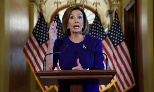 Chủ tịch Hạ viện Mỹ Nancy Pelosi tuyên bố mở cuộc điều tra luận tội Tổng thống tại Tòa nhà Quốc hội ở Washington hôm 24/9. Ảnh: Reuters.