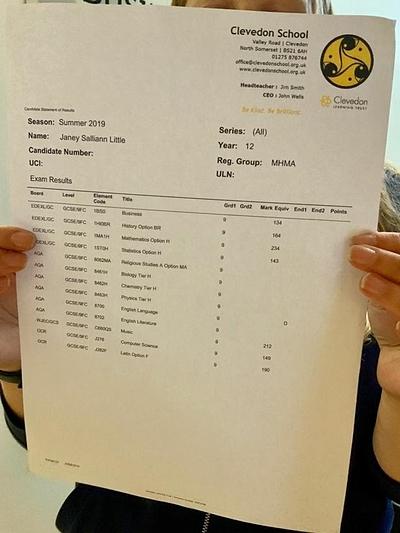 Bảng điểm tuyệt đối của Janey tại kỳ thi GCSE. Ảnh: Bristol Post