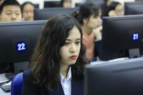 Thí sinh dự vòng loại quốc gia cuộc thi Vô địch tin học văn phòng thế giới năm 2018. Ảnh: Dương Tâm