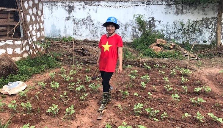 Nữ sĩ quan mũ nồi xanh giúp dân Trung Phi trồng trọt - page 3 - 3
