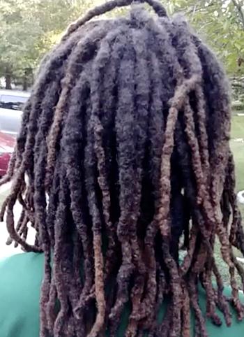 Mái tóc của Amari. Ảnh cắt từ video của ABC7.