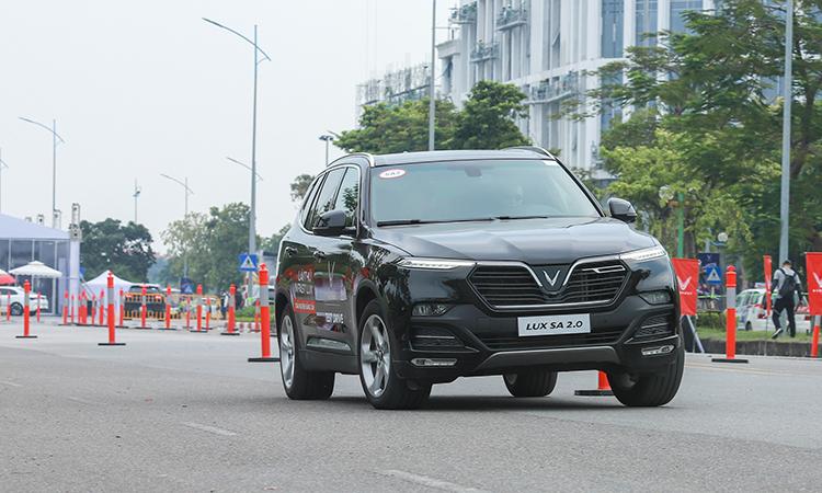 Tài xế Việt trải nghiệm xe hơi VinFast