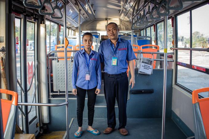 Cuộc sống trên xe buýt của vợ chồng tài xế Sài Gòn