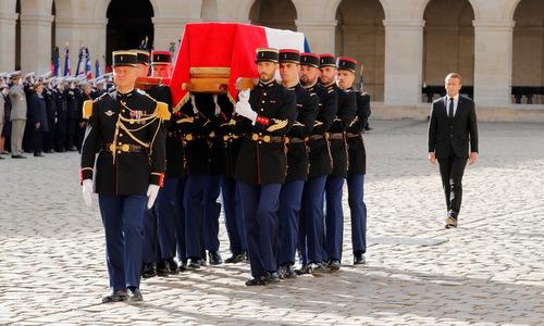 Linh cữu cựu tổng thống Chirac được đưa tới nhà thờ chiều 30/9. Ảnh: AFP.