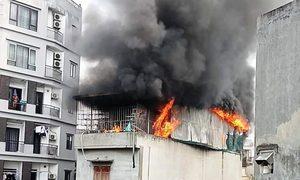 Cửa hàng gối nệm 4 tầng cháy rụi