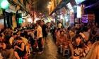 Việt Nam phát triển du lịch thế nào khi mới 22h hàng quán đã đóng cửa?