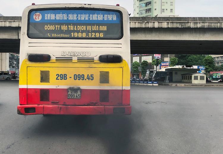 TP Hà Nội đánh giá, khí thải từ ôtô, xe máy là một trong 12 nguyên nhân gây ô nhiễm không khí. Ảnh: Ngọc Thành.