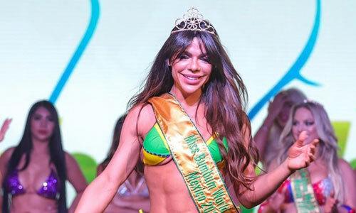 Suze Cortez và hai Á hậu Rayane Laura Souza (trái), Jessica Lopes tại Miss Bum Bum 2019 tối 30/9. Ảnh: Brazil Photo Press