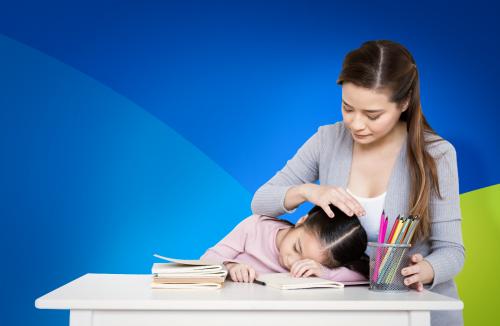 Áp lực học quá nhiều thứ một lúc tạo gánh nặng cho con trẻ.
