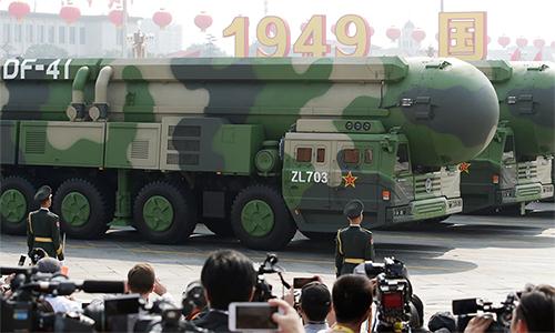 Tên lửa đạn đạo xuyên lục địa DF-41 trong lễ duyệt binh kỷ niệm 70 quốc khánh Trung Quốc tại Bắc Kinh ngày 1/10. Ảnh: Reuters.