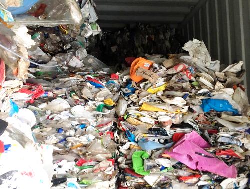 Trong số hơn 3700 container phế liệu tồn đọng quá 90 ngày tại cảng biển Hải Phòng, chủ yếu là các container chứa nhựa phế liệu. Ảnh: HQHP