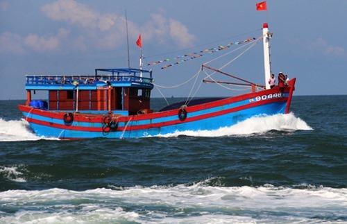 Một tàu cá Quảng Nam đánh bắt trên biển. Ảnh: Đắc Thành