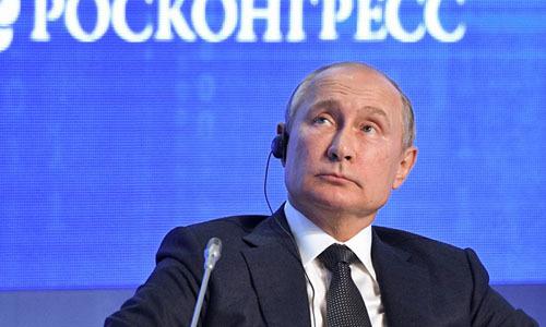 Tổng thống Nga Vladimir Putin dự diễn đàn năng lượng ởMoskva hôm 2/10. Ảnh: AFP.