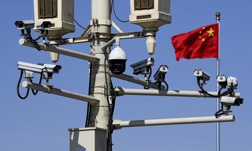 Hệ thống camera giám sát trên đường phố Bắc Kinh, Trung Quốc, hồi tháng 3. Ảnh: AP.