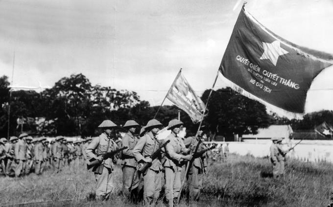 Lễ chào cờ đầu tiên sau giải phóng Thủ đô