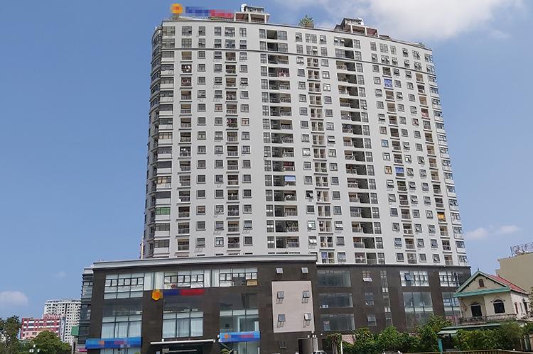 Chung cư Trung Đức ở trung tâm thành phố Vinh có thiết kế 21 tầng, song đã xây 22 tầng. Ảnh: Nguyễn Hải.