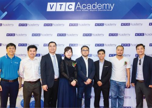 Đại diện các doanh nghiệp TMA Solutions, Aris Vietnam, CoTAI, Indi Games tham dự sự kiện khai trương và khai giảng cơ sở mới của VTC Academy.