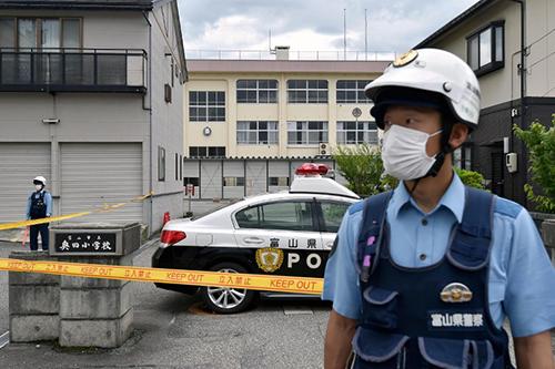 Cảnh sát canh gáctại hiện trường một vụ tấn công ở thành phố Toyama, tỉnh Toyama, Nhật Bản năm ngoái. Ảnh: Mainichi