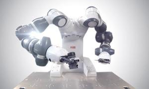 Cánh tay robot viết chữ theo người