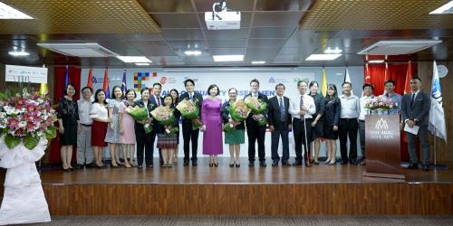 Đoàn kiểm định AUN-QA làm việc cùng ban giám hiệu và tập thể sư phạm trường Đại học Hoa Sen.