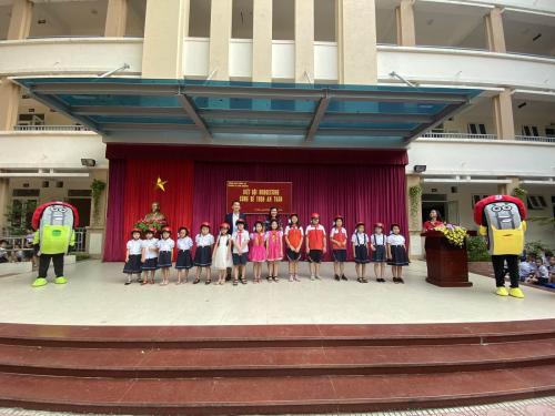 Đại diện Bridgestone Việt Nam tham gia chương trình tại trường học.