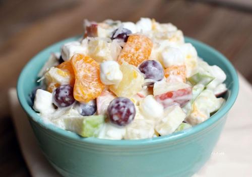 Món salad hoa quả có thể dùng làm món khai vị hoặc tráng miệng.