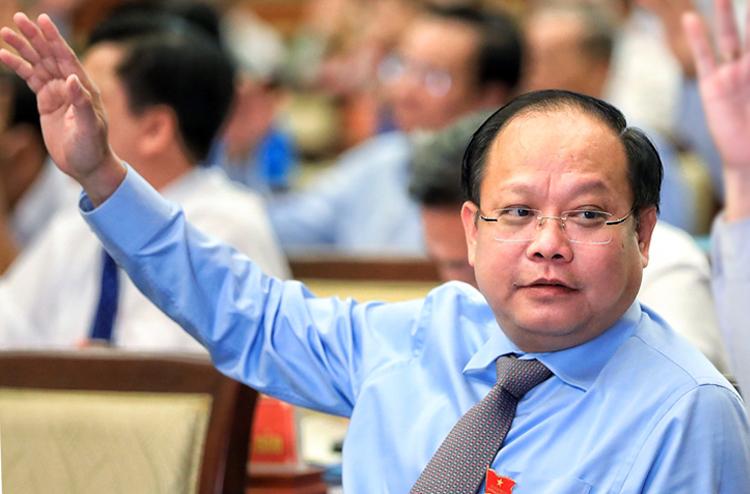 Ông Tất Thành Cang tại cuộc họp HĐND TP HCM hồi tháng 4. Ảnh: Hữu Khoa.